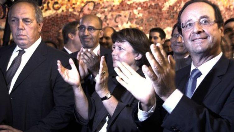 François Hollande et Martine Aubry applaudissent le discours de Jean Pierre Bel, le 25 -11-2011 au Sénat. (THOMAS SAMSON)