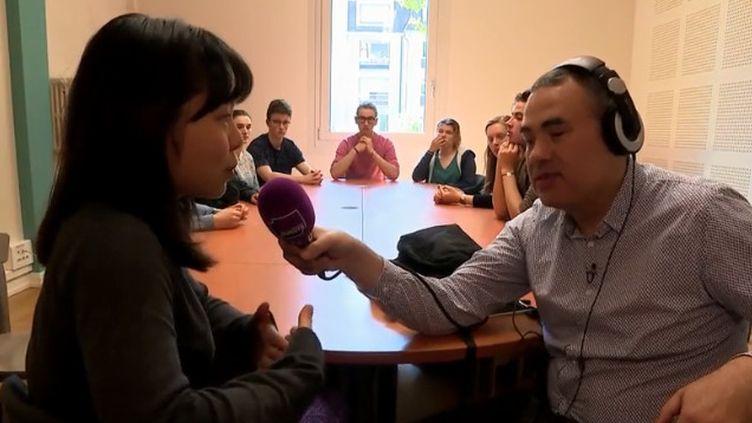 Concilier handicap et travail est parfois compliqué. Hakim Kasmi, aveugle de naissance et grand-reporter à France Culture, a relevé le défi avec brio. Il porte un message d'espoir pour toutes les personnes en situation de handicap. (FRANCE 3)