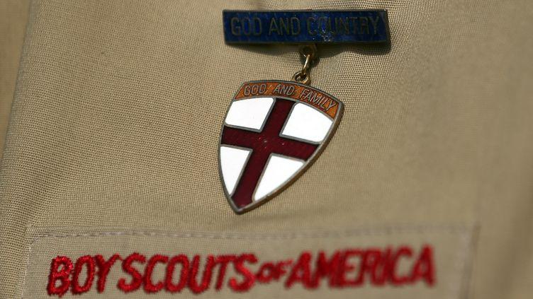 Une chemise des Boys scouts of América, photographiée le 4 février 2013. (TOM PENNINGTON / GETTY IMAGES NORTH AMERICA / AFP)