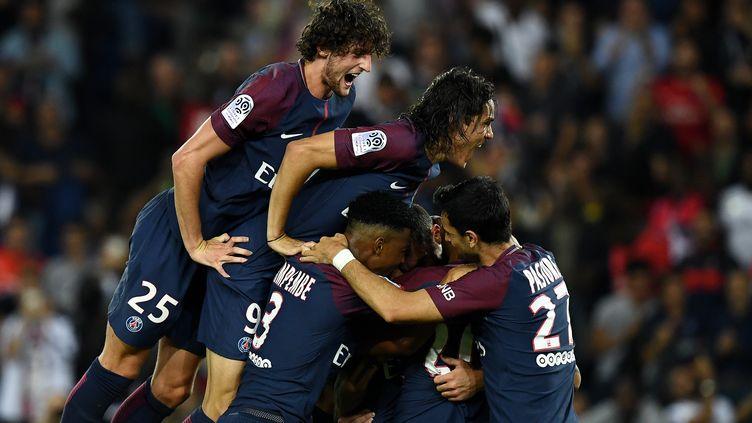 Les joueurs du Paris SG euphoriques. (FRANCK FIFE / AFP)