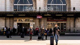 Le parvis de la gare de Lyon, le 22 avril 2021 à Paris. (JC MILHET / HANS LUCAS / AFP)