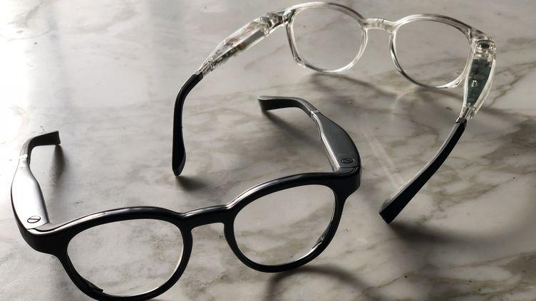 L'éléctronique des lunettes connectées est dissimulée dans les branches (JC/RF)