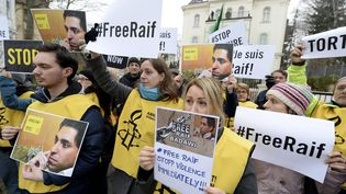 Manifestation pour la libération du blogueur saoudien Raif Badawi devant l'ambassade d'Arabie saoudite à Vienne (Autriche) le 16 janvier 2015. (  MAXPPP)