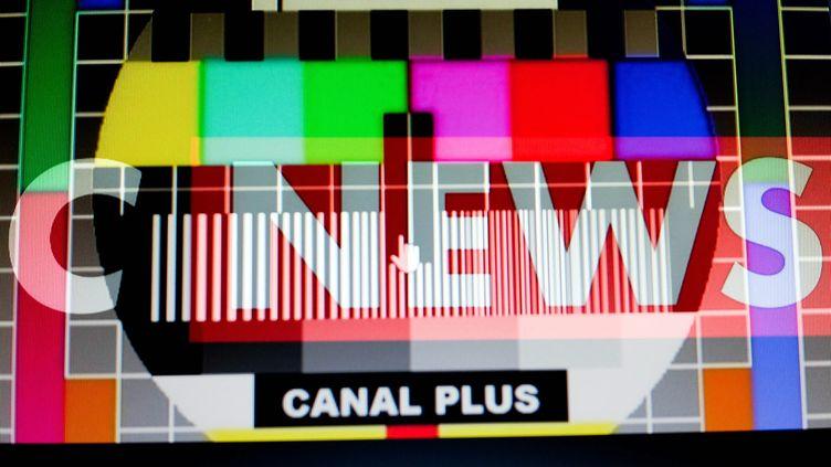 Logo de la chaîne CNews, le 26 février 2017. (Photo d'illustration) (MAXPPP)