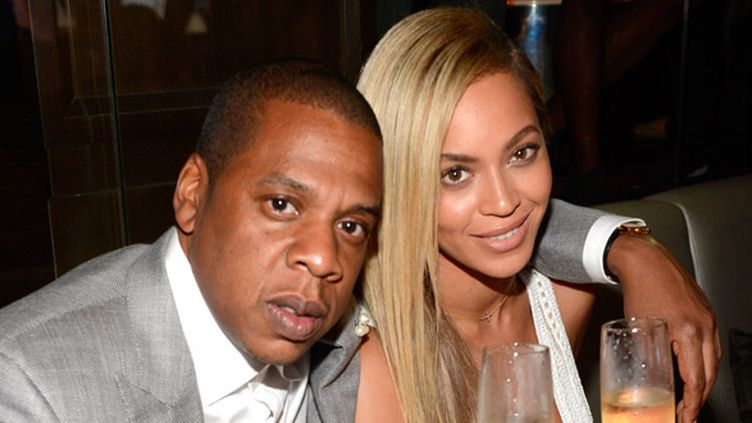Jay-Z et son épouse Beyoncé, le 17 juin 2013 au club 40/40 de New York.  (Kevin Mazur / Getty Images / AFP)