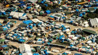 """Une vue aérienne de la """"Jungle"""" de Calais, le 16 août 2016. (PHILIPPE HUGUEN / AFP)"""