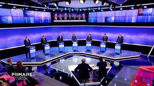 Les candidats à la primaire à droite sur le plateau de France 2, le 17 novembre 2016. (FRANCE 2)