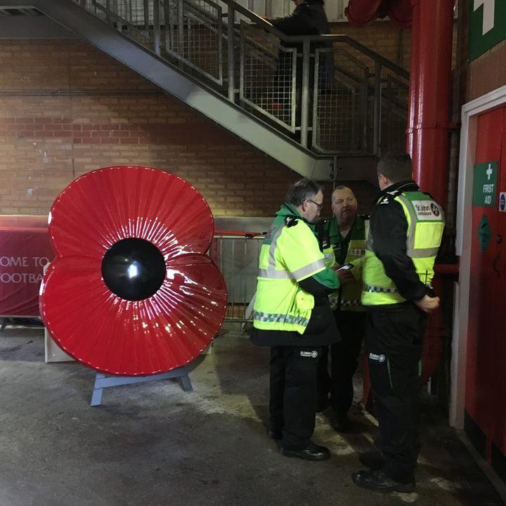 Dans les gradins du stade d'Anfield, à Liverpool (Royaume-Uni), avant la rencontre de Premier League entre les Reds et Crystal Palace, le 9 novembre 2015. (F. MAGNENOU / FRANCEINFO)