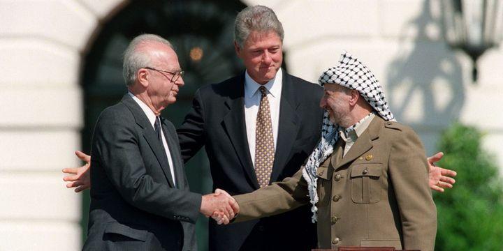 Yitzhak Rabin et Yasser Arafat en 1993. (J. DAVID AKE / AFP)