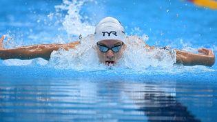 Le Français Léon Marchand s'est qualifié pour la finale du 400 m 4 nages des Jeux olympiques de Tokyo, samedi 24 juillet. (JONATHAN NACKSTRAND / AFP)