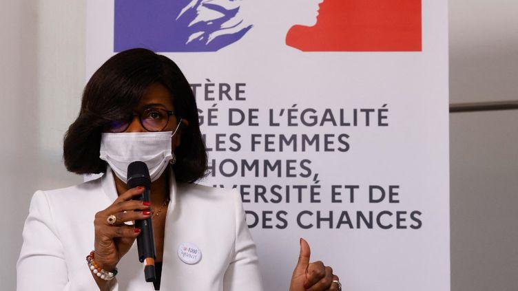 La ministre chargée de l'Egalité entre les femmes et les hommes, de la Diversité et de l'Égalité des chances, Elisabeth Moreno, le 8 mars 2021 lors d'une rencontre avec des entrepreneurs, à Paris. (LUDOVIC MARIN / AFP)