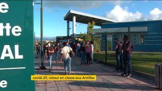 Les cours ont repris en présentiel dans les lycées de Martinique (FRANCEINFO)