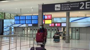 Covid-19 : des restrictions sanitaires plus strictes pour les voyageurs. (FRANCEINFO)