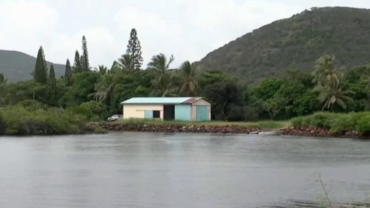 Nouvelle-Calédonie : les littoraux évacués après l'alerte tsunami (FRANCEINFO)