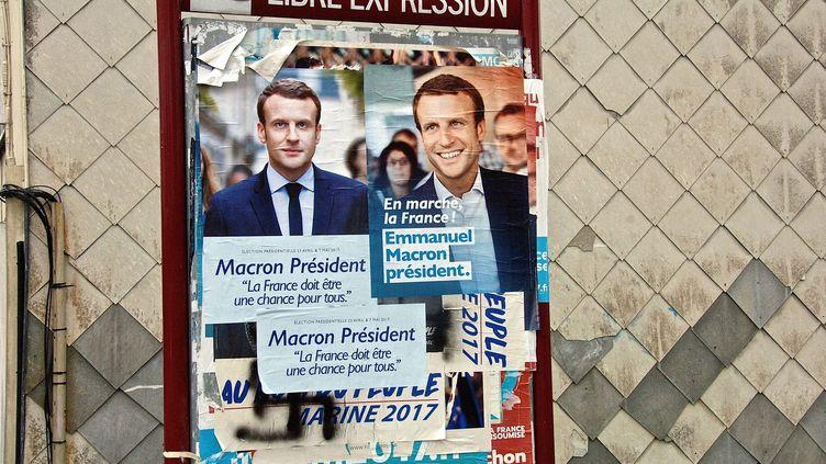 Affiches du candidat Macron lors de l'élection présidentielle 2017. (SEBASTIEN JARRY / MAXPPP)