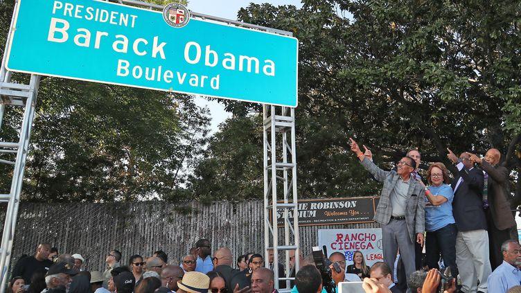 La municipalité de Los Angeles (Californie) inaugure un boulevard Barack Obama, le 4 mai 2019. (LEON BENNETT / GETTY IMAGES NORTH AMERICA / AFP)