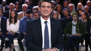 """Manuel Valls, lors de """"l'Emission politique"""" sur France 2, le 5 janvier 2017. (PATRICK KOVARIK / AFP)"""