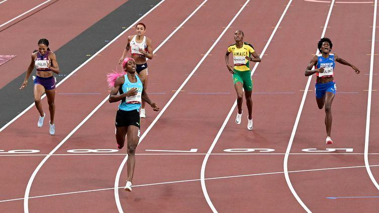 Piste d'athlétisme au stade olympique de Tokyo (Japon). Arrivée du 400m féminin remportée parShaunae Miller-Uibo des Bahamas. Photo d'illustration.   (JAVIER SORIANO / AFP)