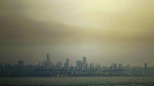 Vue deDbayeh, au nord de Beyrouth, dans un nuage de pollution. (JOSEPH EID / AFP)
