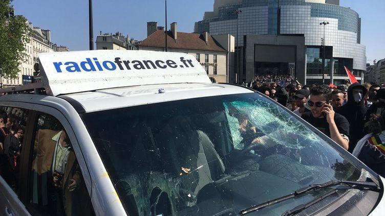 Le véhicule-régie de Radio France, samedi 5 mai aux environs de la place de la Bastille à Paris. (RADIO FRANCE / NATHANAEL CHARBONNIER)