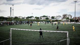 Des joueurs de foot durant un match d'un tournoi amateur, le 25 mai 2019 à Evry, dans l'Essonne. (illustration) (STEPHANE DE SAKUTIN / AFP)