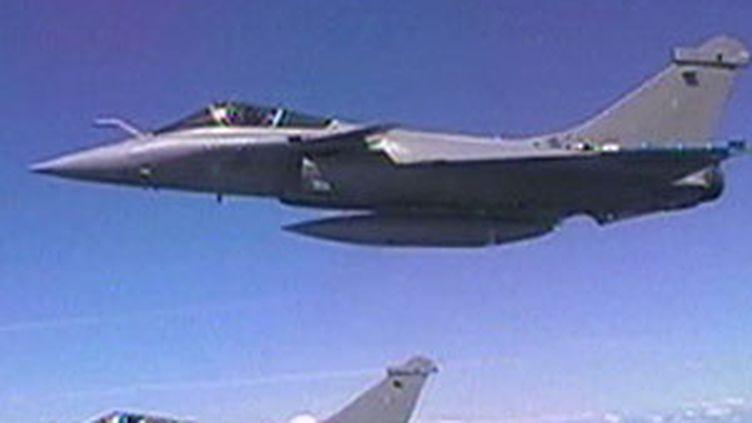 Dassault avait soumis un prix de 98 millions d'euros le Rafale. Boeing proposait 50 millions d'euros le F/A 18. (© France 2)