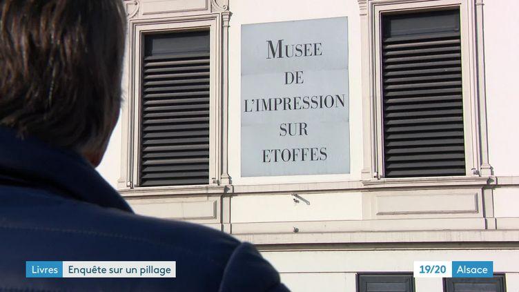 Pierre Freyburger devant le musée de l'impression sur étoffe de Mulhouse (France 3 Alsace S. Mallauran / H. Strobel /)