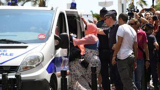 Une dizaine de femmes ont été arrêtées par la police alors qu'elles projetaient de se baigner en burkini à Cannes, à l'appel de l'activiste Rachid Nekkaz.  (Anne-Christine Poujoulat / AFP)