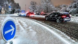 Les routes de la région de Lille (Nord) sous la neige, le 23 janvier 2019. (PHILIPPE HUGUEN / AFP)