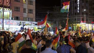 Des Kurdes irakiens célèbrent la fin du scrutin d'indépendance, lundi 25 septembre à Duhok (région autonome du Kurdistan, Irak). (NOE FALK NIELSEN / NURPHOTO / AFP)