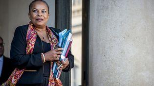 La ministre de la Justice, Christiane Taubira, quitte le palais de l'Elysée à Paris, le 30 septembre 2015. (YANN KORBI / CITIZENSIDE.COM / AFP)