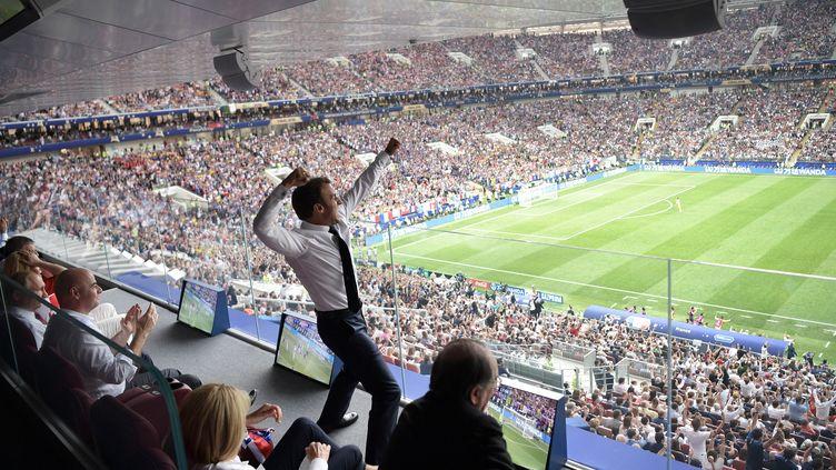 Le président de la République, Emmanuel Macron, laisse éclater sa joieaprès le premier but français face à la Croatie, lors de la finale de la Coupe du monde, le 15 juillet 2018. (ALEKSEY NIKOLSKYI / SPUTNIK / AFP)