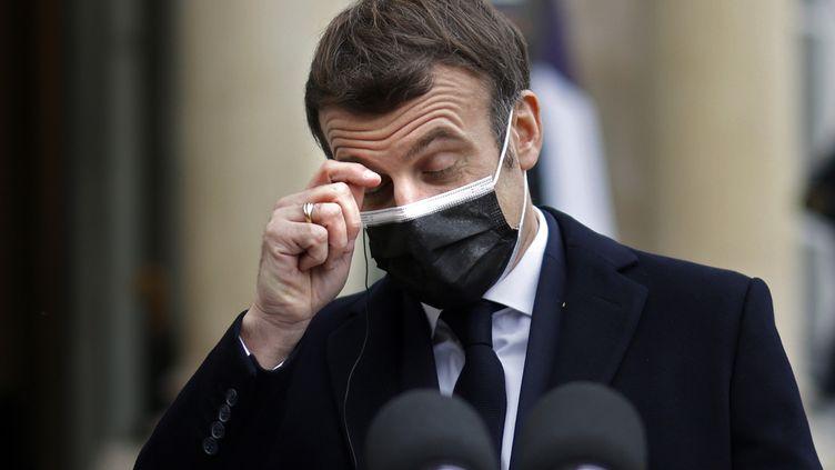 Emmanuel Macron, le 16 décembre 2020, lors de la réception du Premier ministre portugais Antonio Costa, à l'Elysée, à Paris. (THOMAS COEX / AFP)