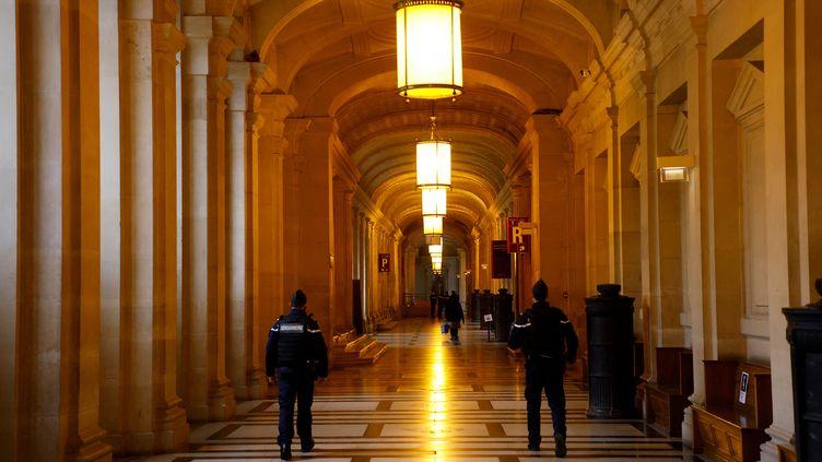 Un couloir du palais de justice à Paris,le 19 janvier 2021. (LUDOVIC MARIN / AFP)