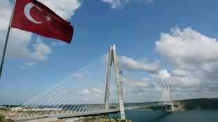 Le nouveaupont suspendu sur le Bosphore, près d'Istanbul (Turquie), le 26 août 2016. (TOLGA ADANALI / AP / SIPA)