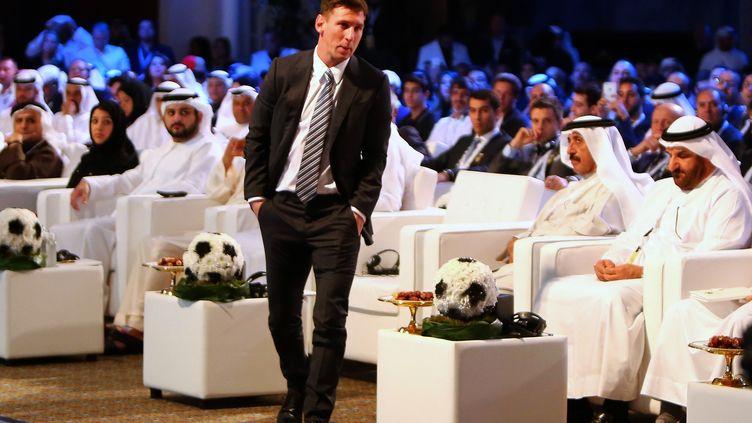 Le footballeur argentin Lionel Messi le 27 décembre 2015 à Dubaï, lors de la cérémonie desGlobe Soccer Awards. (MARWAN NAAMANI / AFP)
