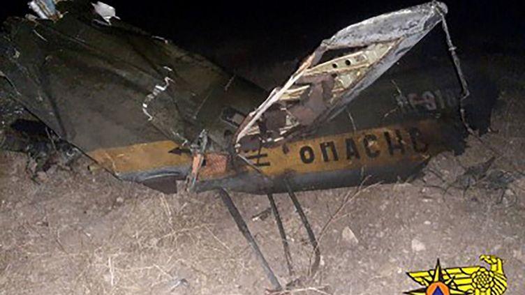 Cliché transmis par le ministère arménien des situations d'urgence de l'hélicoptère russe abattu par erreur par l'Azerbaïdjan, le 9 novembre 2020 à la frontière avec l'Arménie. (ARMENIAN EMERGENCY SITUATIONS MINISTRY / AFP)