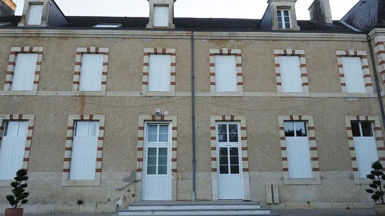 L'abbaye Sainte-Croix de Poitiers, à Saint-Benoît, (Vienne), où des essais cliniques clandestins ont eu lieu. (GUILLAUME SOUVANT / AFP)