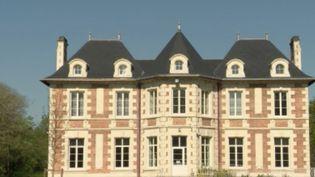 Près de Nantes (Loire-Atlantique), le château de la Plinguetière, qui accueille habituellement des séminaires, a été transformé en centre d'hébergement pour les malades du coronavirus les plus précaires. (FRANCE 2)