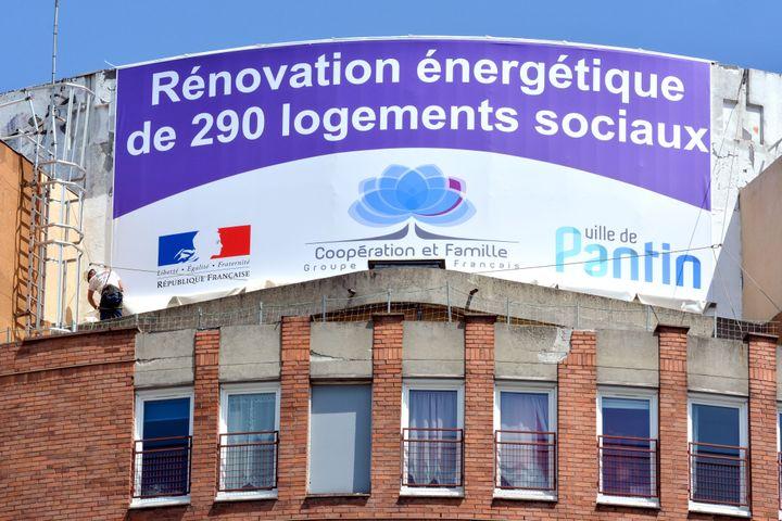 Des travaux de rénovation énergétique, le 18 mai 2015 à Pantin (Seine-Saint-Denis). (MAXPPP)