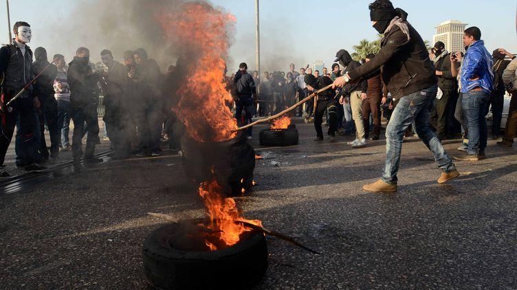 Des Egyptiens manifestent contre le gouvernement en place, vendredi 25 janvier 2013 au Caire. (KHALED KAMEL / AFP)