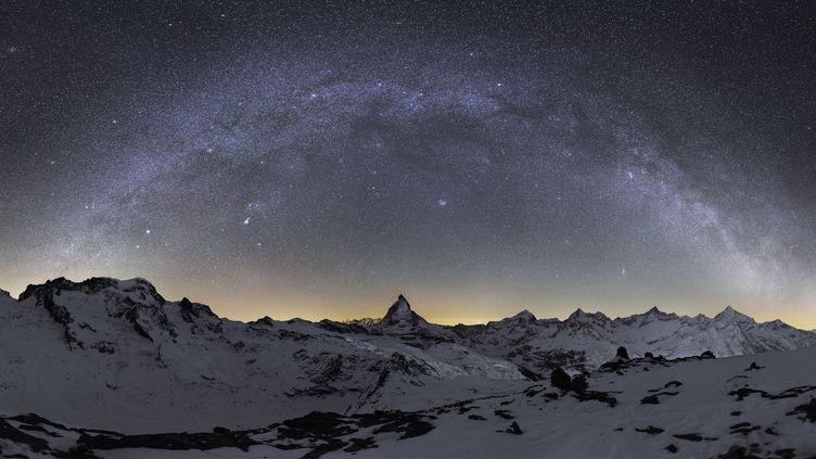 Le ciel, photographié au-dessus des Alpes, en 2012. (S.VETTER  / NOVAPIX / AFP)
