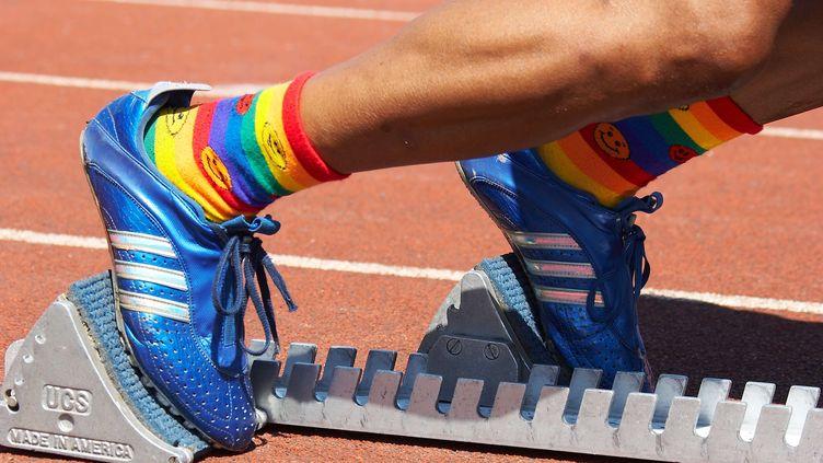 """Un concurrent portant des chaussettes aux couleurs du """"Rainbow Flag"""" à Montréal (Canada), en août 2006. (DIMITRIOS PAPADOPOU / NEWSCOM / SIPA USA)"""