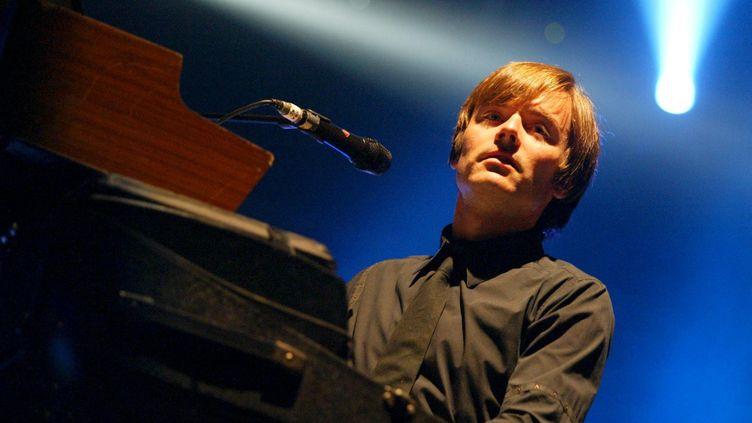 Jean-Benoit Dunkel, l'un des membres du groupe Air, en concert au festival la Route du Rock, le 14 août 2004. (MAXPPP)