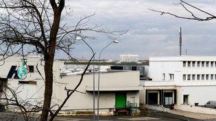 Bâtiment du marché de Rungis(Val-de-Marne)transformé en morgue provisoire pendant l'épidémie de coronavirus. (GEOFFROY VAN DER HASSELT / AFP)