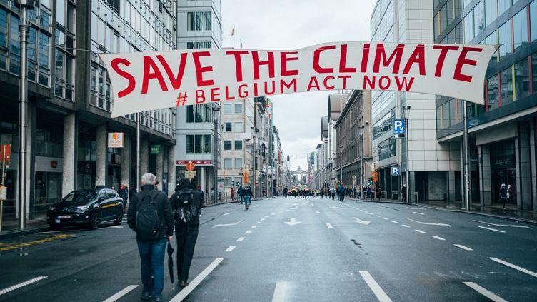 Une marche pour le climat a réuni 70 000 personnes à Bruxelles (Belgique), le 27 janvier 2019. (BERTRAND VANDELOISE / HANS LUCAS / AFP)