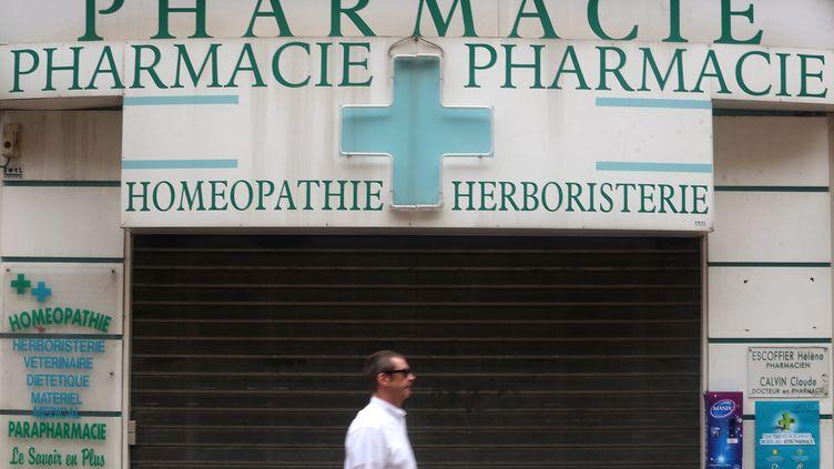 Certaines pharmacies sont en grève, jeudi 25 janvier. (CYRIL DODERGNY / MAXPPP)