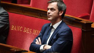 Le ministre de la Santé, Olivier Véran, sur les bancs de l'Assemblée nationale, le 28 avril 2020. (DAVID NIVIERE / AFP)