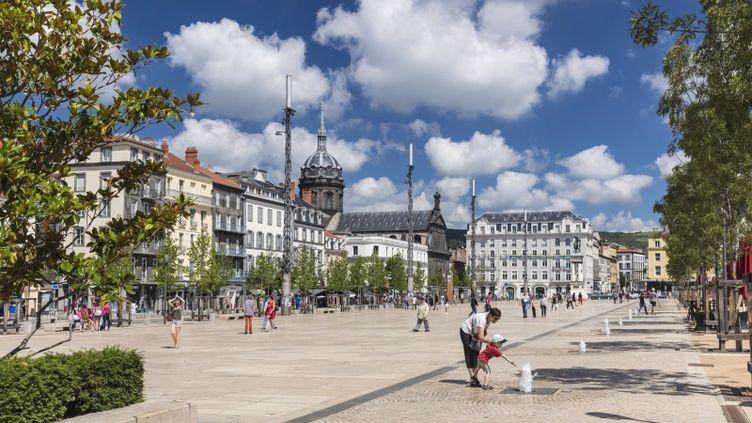 La Place de Jaude à Clermont-Ferrand (Office de tourisme de Clermont Ferrand)
