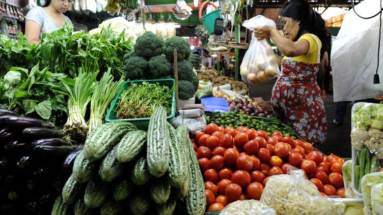 Canal + organise samedi 13 octobre 2012 un curry géant cuisiné à partir de 800kg de légumes destinés à la poubelle. (JAY DIRECTO / AFP)